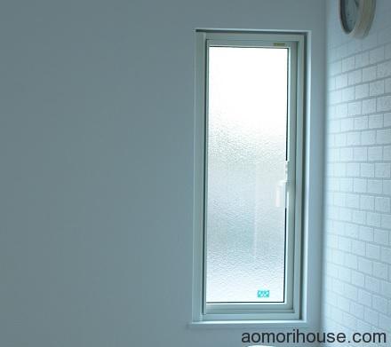 ダイニング細長い窓