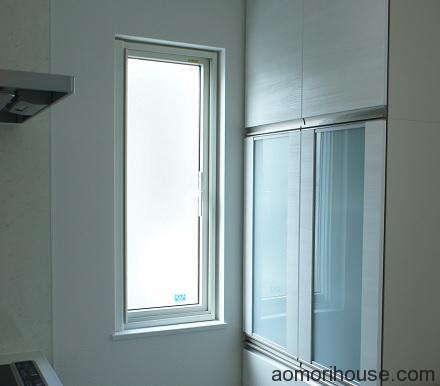 キッチン細長い窓