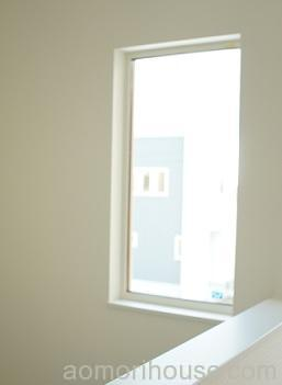 階段明かり窓