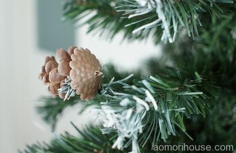 クリスマスツリー松ぼっくり後ろ