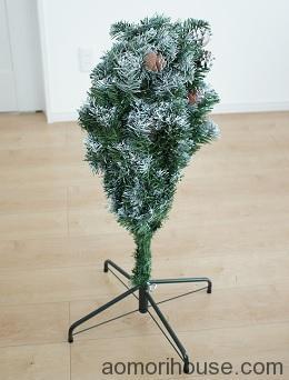クリスマスツリー下