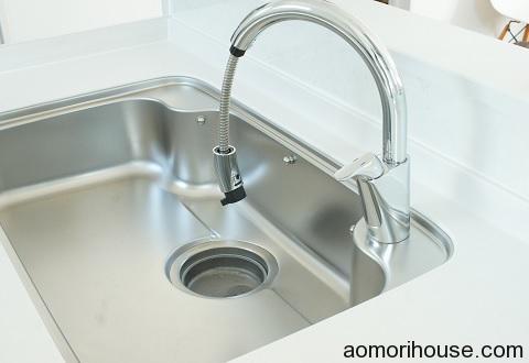 タッチレス水栓の端っこ