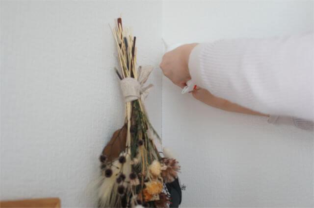 壁紙の隙間を補修スタート